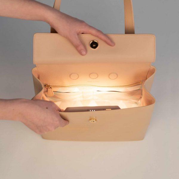 Flapbag vachetta with light inside